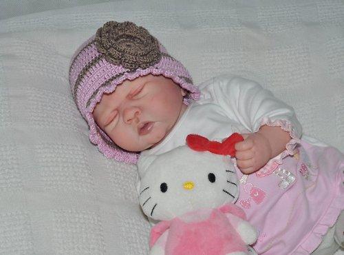 Háčkovaná čepička - klobouček s kytičkou