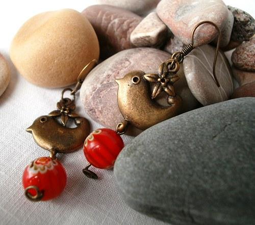 ptáčkové s červeným korálkem