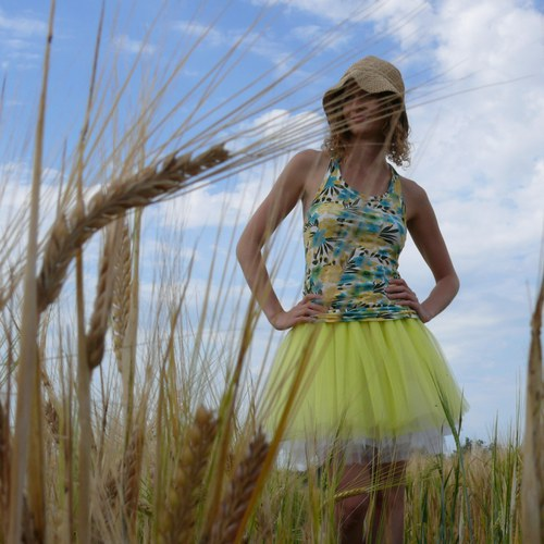 Žluto-bílá tylová sukně