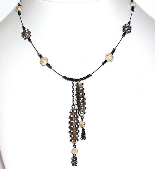 Náhrdelník z korálků  - housenky - vinuté perle