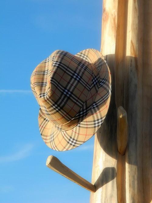 Potěšení pana klobouka, věšák přírodní 180cm