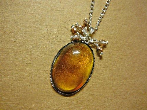 Medový skleněný kámen s ohňovkami