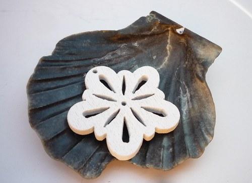 dřevěné kytičky 2 ks-  bílé