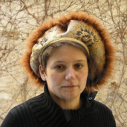 Renesanční baret vyšívaný