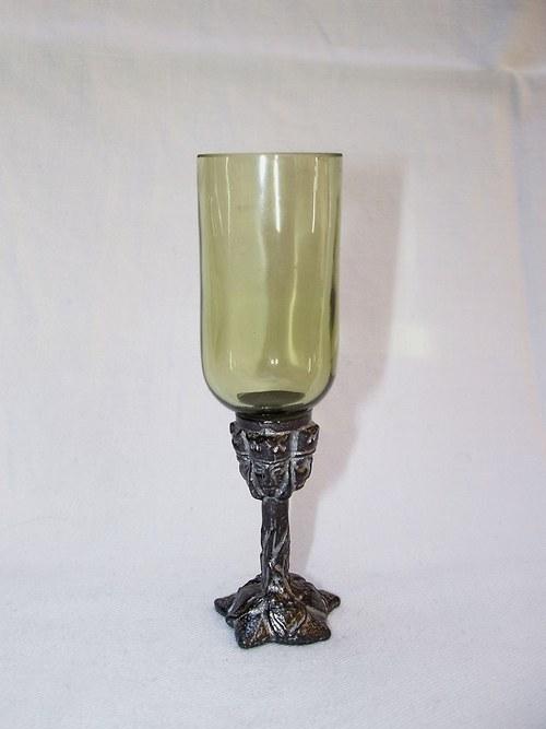 likérová sklenička rovná se secesním motivem