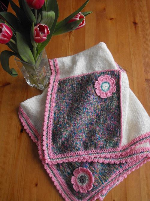 Pletená dečka - smetanovo -růžový melír- květinová