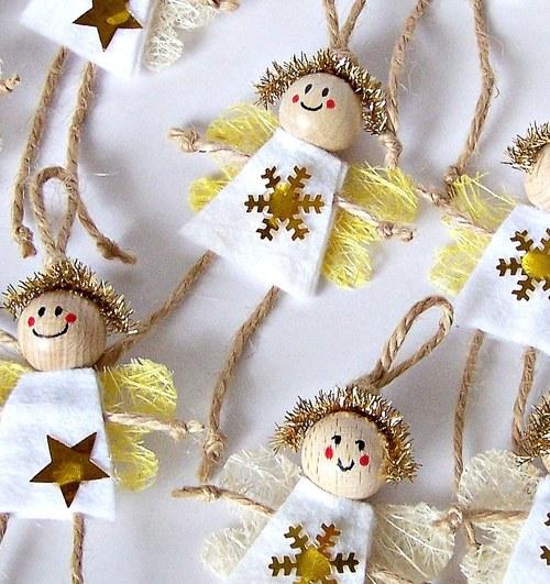 Veselí vánoční andělíčci