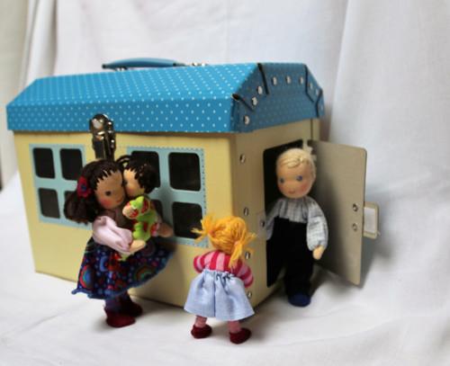 Vyber si rodinu v domečku/kufříku