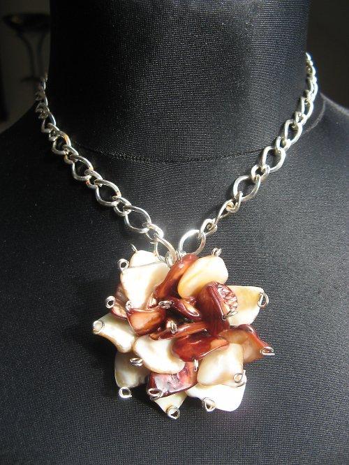 Perleťová květina - hnědá