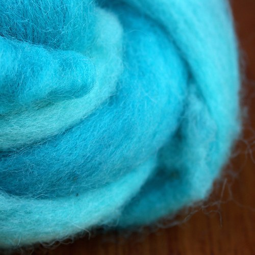 Tyrkysový vlastnoručně barvený česanec