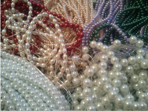 Perly voskované podlouhlé - karmínové (15 ks)