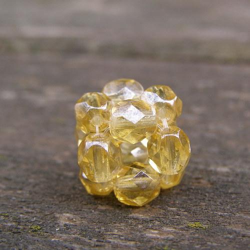 Přívěsek kostička, zlatavá