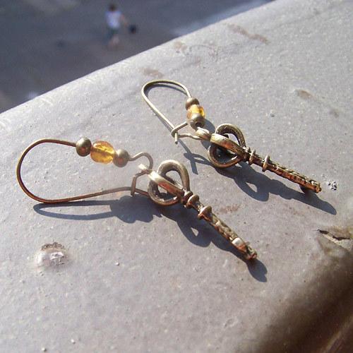 Bronzové náušnice klíč 2