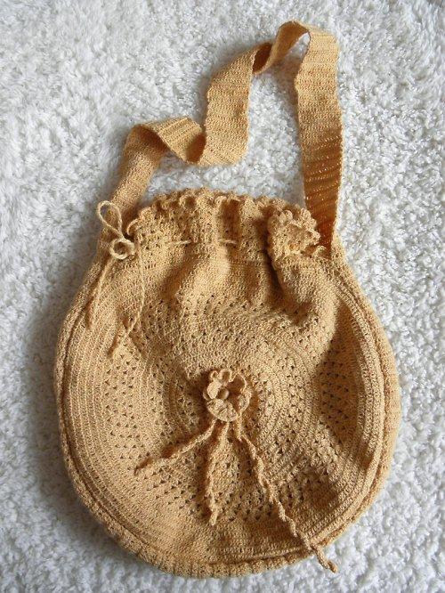 Kulatá háčkovaná taška