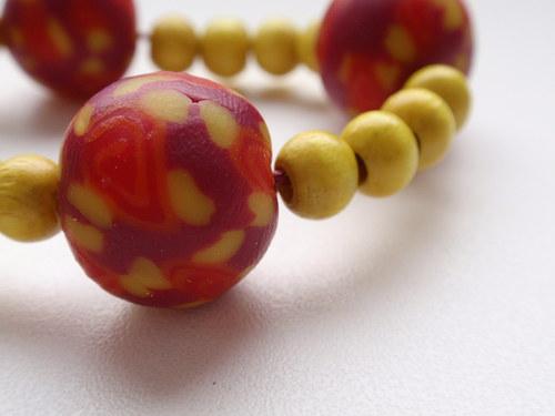 Žlutočervené korálky