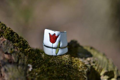tulipán..na bílé