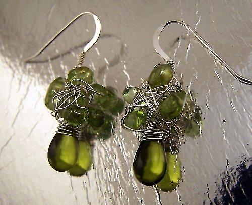 Náušnice z olivínu.