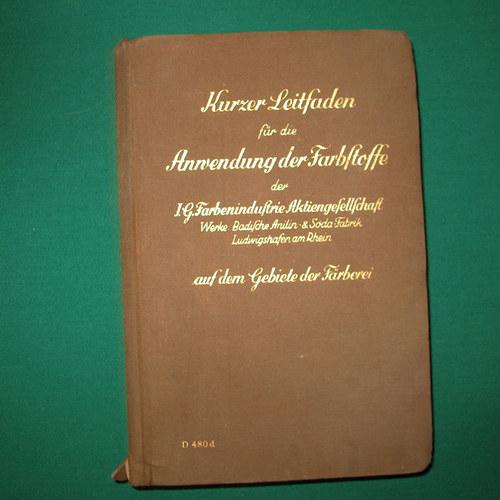 """Kniha \""""Stručná příručka k použití barviv\"""" německy"""