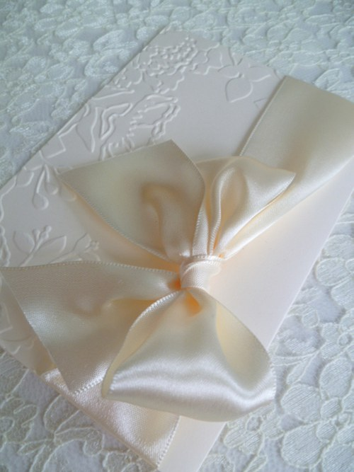 Svatební oznámení ve smetanové barvě se vzorem