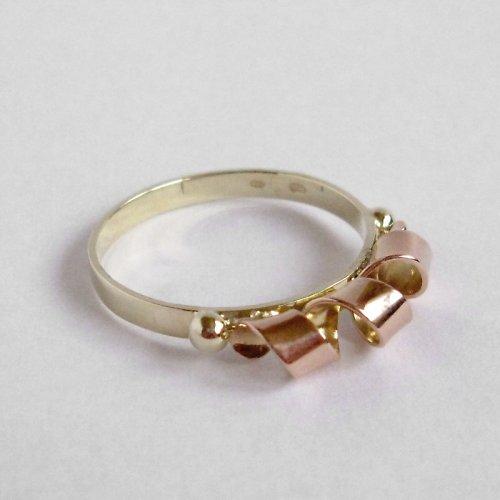 Na spirále (zlatý prsten)
