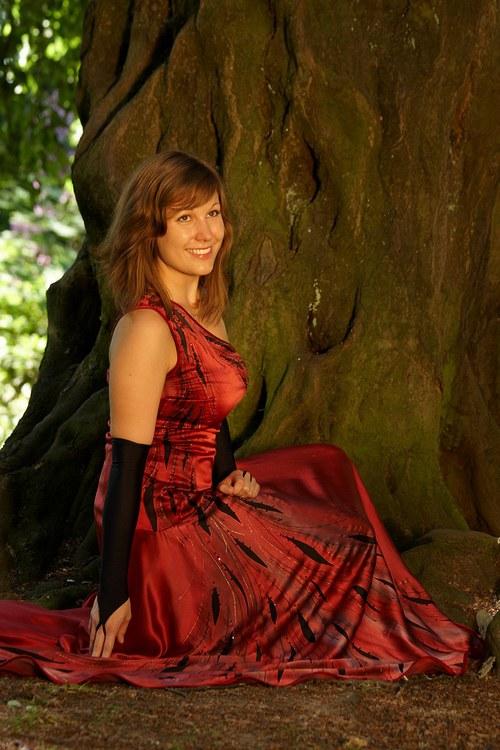 Tmavě červené dlouhé  hedvábné šaty