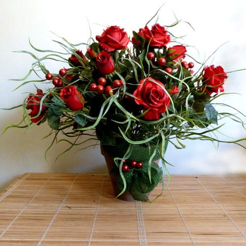 Puget růží s vánočními přízdobami