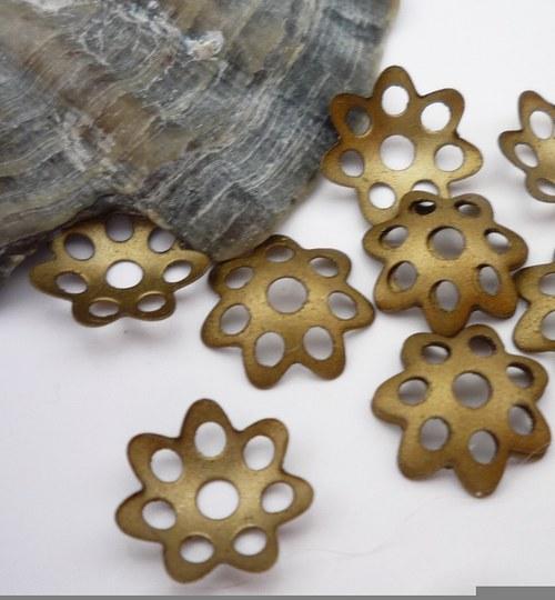 bronzové kaplíky  30 ks 8 mm
