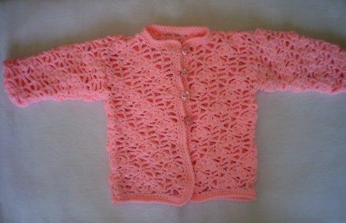 Růžový háčkovaný kabátek