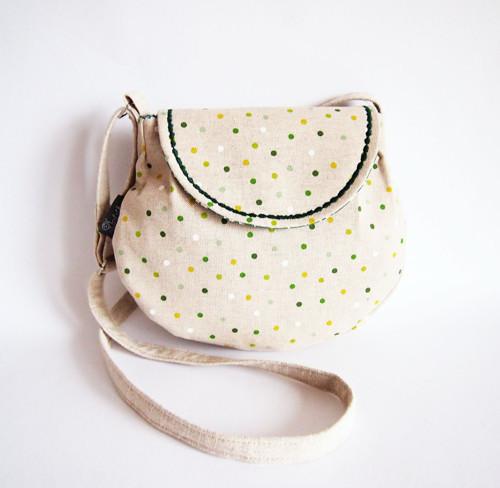 Malá režná kabelka - zelené bodky