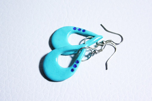 šmoulovo-modré kapky s kamínky