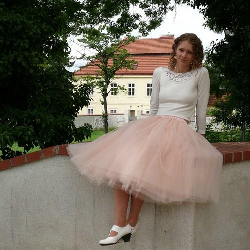 Tylová sukně pleťové barvy