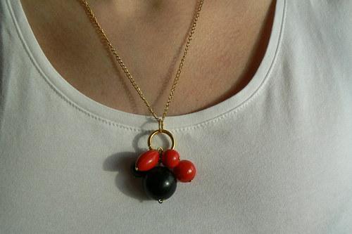 215 Náhrdelník červeno-černé koule