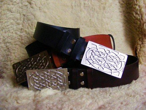 Kožený pásek s keltskou sponou