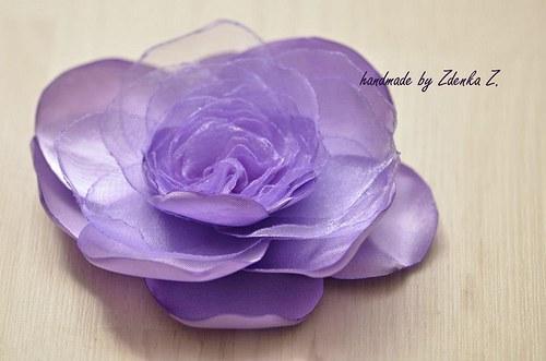 Elegantní fialková brož
