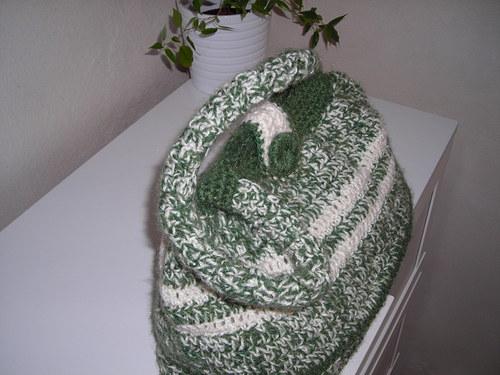 Zeleno-bílá háčkovaná