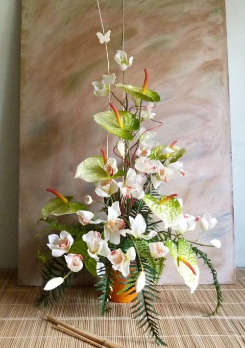 Květinové aranžmá z kvalitních umělých rostlin