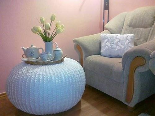 Pletený stolík-puf