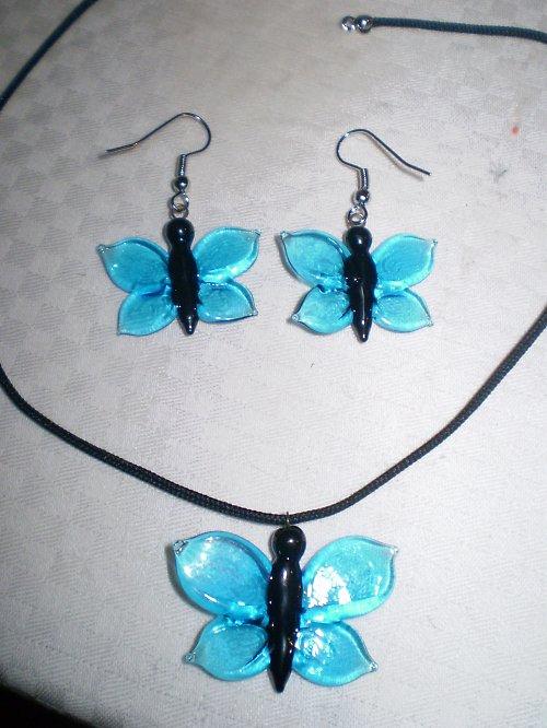 Motýlkování v modré