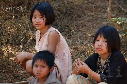 Děti horského kmene Akha