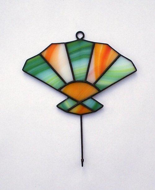 Věšáček s vitrážkou ve tvaru vějíře