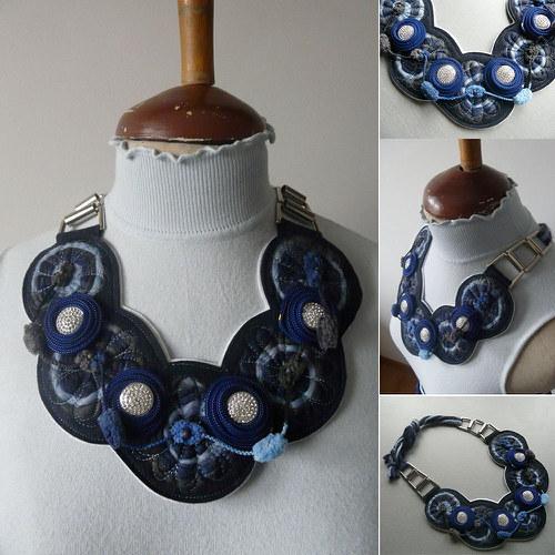 Originálny plstenný náhrdelník v modrom