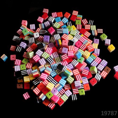 19787-100 Korálky proužky KOSTKY 8/8 MIX bal.100ks