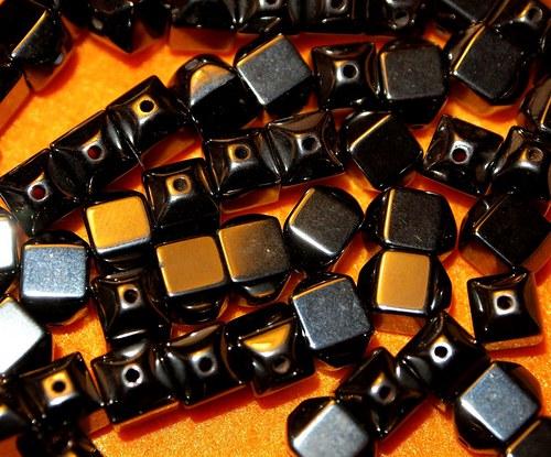 Hematit bicone kostka 8x6 mm  (cena 4 ks)