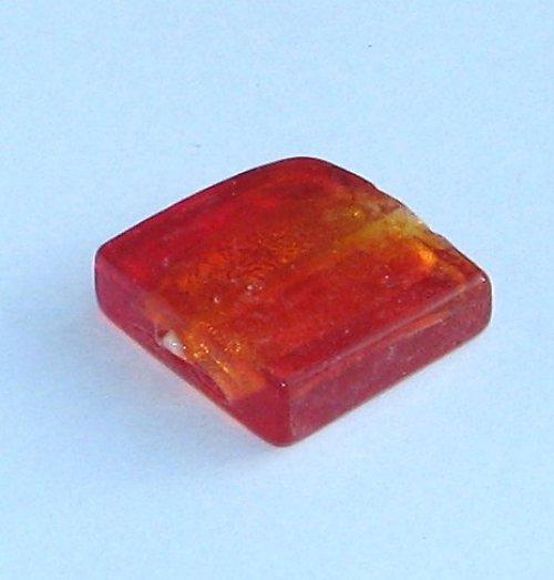 Vinutý čtverec, červený, 15x15mm, 1ks
