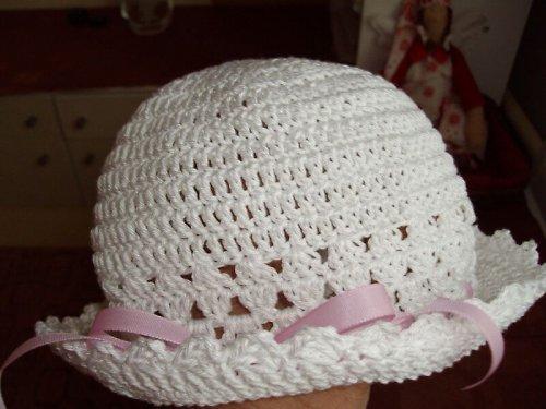 Háčkovaný bavlněný klobouček