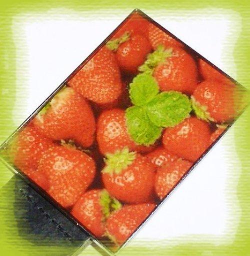 Pásek se sponou z pryskyřice - jahody