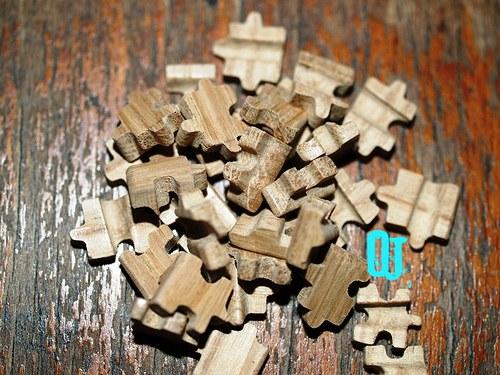 Hlavolam v krabičce 15 ks (4x2 cm)