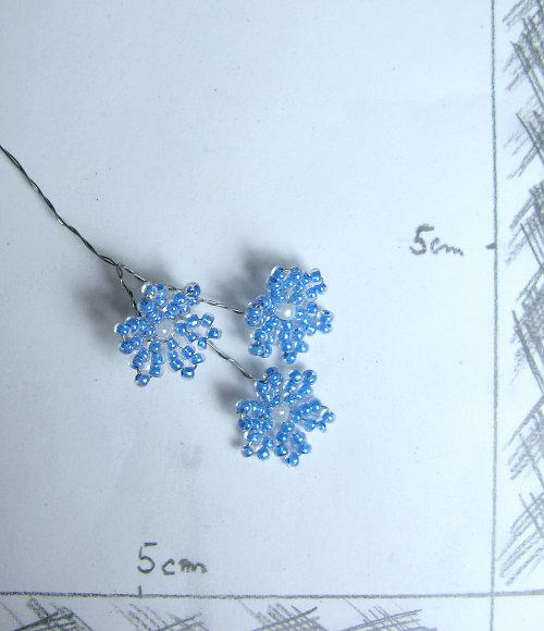 Kytička korálková modrá tři květy