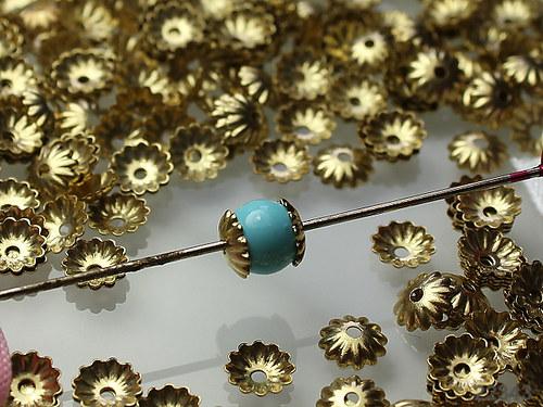 22343 Kaplíky kytičky ZLATÉ 6mm,  bal. 2g ± 45ks