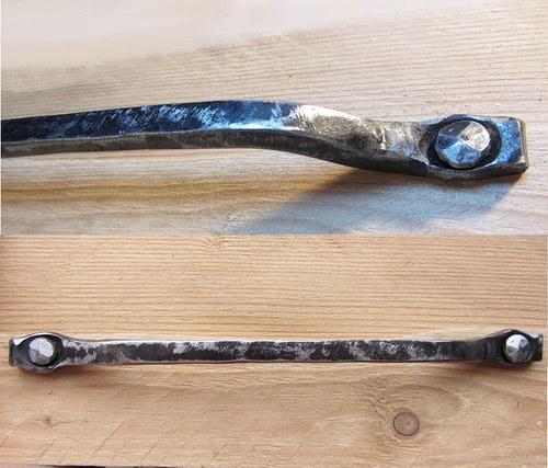 Kovaná nerezová úchytka 20cm